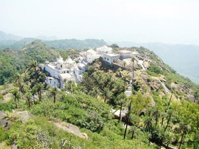 achalgarh-fort4